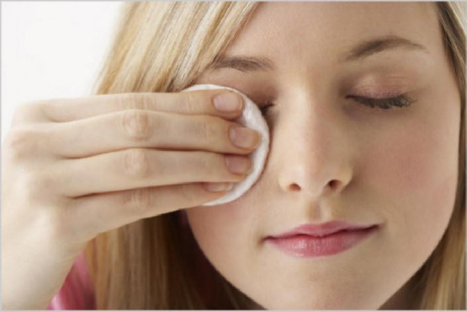 Vệ sinh mắt cẩn thận giúp bạn có đôi mắt khỏe mạnh