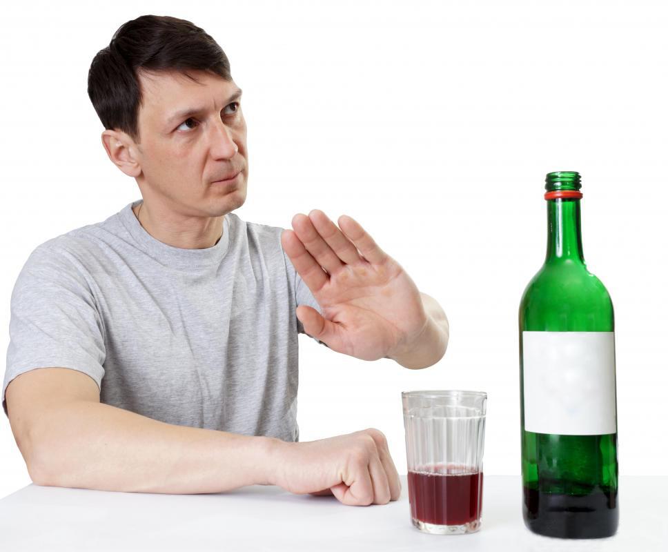 Không nên uống rượu bia và các chất kích thích khác