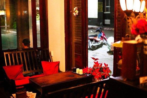 Không gian đáng yêu với phong cách cổ điển của quán cà phê Kleine Ecke. - địa điểm hẹn hò riêng tư sài gòn
