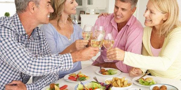 Tìm bạn trung niên chưa bao giờ dễ đến thế thông qua web hẹn hò