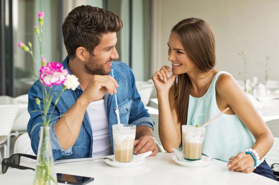 Cách nói chuyện với con gái - Giao tiếp bằng ánh mắt khi nói chuyện với bạn gái