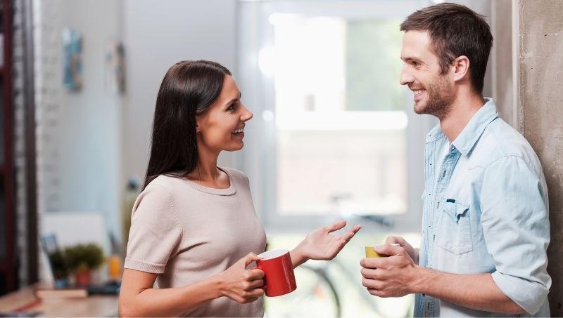 Công việc bề bộn và những áp lực của ngày thường khiến bạn nữ cần một người ở bên để chia sẻ buồn vui. Bởi vậy, việc tìm bạn trai tâm sự cũng nhanh chóng trở thành xu hướng của nhiều người. Vậy làm thế nào để thu hút một bạn nam, và đâu là điểm khởi đầu gây ấn tượng với họ. Cùng Waodate điểm qua những tips tìm bạn trai tâm sự trăm phát trăm trúng bạn nhé!  Có một chàng trai để chia sẻ vui buồn là điều nhiều cô gái mong ước Hãy thể hiện những ưu điểm của bản thân Bất kể ai đều có một câu chuyện riêng, quan trọng là ở cách bạn kể nó như thế nào. Đừng ngại ngần chia sẻ một chút quá khứ, tính cách hoặc ý kiến của bạn với anh ấy. Điều này giúp bạn xây dựng lòng tin nơi anh chàng và khơi gợi họ cũng nói về bản thân. Cho anh ấy thấy bạn là cô gái thú vị Bạn có thể kể với người bạn quan tâm về chuyến du lịch nước ngoài, về những năm tháng du học nơi xứ người hoặc một trải nghiệm khó quên. Cách tốt nhất để tìm bạn trai tâm sự, chính là khiến anh chàng tò mò và bị thu hút bởi câu chuyện của mình. Đừng ngại ngần phô bày một tài năng đặc biệt khiến họ ngạc nhiên. Sau đó, các chàng trai sẽ không ngừng đặt câu hỏi,  và bạn đã bước đầu thành công trong việc tìm bạn trai tâm sự rồi. Luôn thể hiện thái độ sống tích cực  Những cô nàng yêu đời luôn thu hút và hấp dẫn hơn bao giờ hết Bạn thấy đấy, hầu hết chúng ta đều cần một chỗ dựa tinh thần khi bản thân có những xúc cảm tiêu cực như: chán nản, mệt mỏi, thất vọng, hoài nghi, mất kiên nhẫn,… Đừng nên để những biểu hiện tiêu cực này phô bày trước các bạn nam, bởi ai cũng muốn tiếp cận những người có năng lượng tích cực. Thay vì phàn nàn không dứt về gia đình, bạn bè, thời tiết hoặc công việc, bạn nên tập trung nói về những điều tốt đẹp. Các chủ đề như đam mê, hi vọng và ước mơ của bạn luôn thu hút chàng hơn nhiều so với ca thán ỉ ôi. Sự hấp dẫn từ chia sẻ tích cực sẽ lấy được nhiều hảo cảm từ người ấy, khiến họ muốn nói chuyện với bạn thường xuyên hơn. Khơi gợi những chủ đề anh ấy thích thú là cách tìm bạn trai tâm sự khá hay  Sự tương