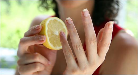 Tẩy những vết đen khi nhặt rau do mũ gây ra